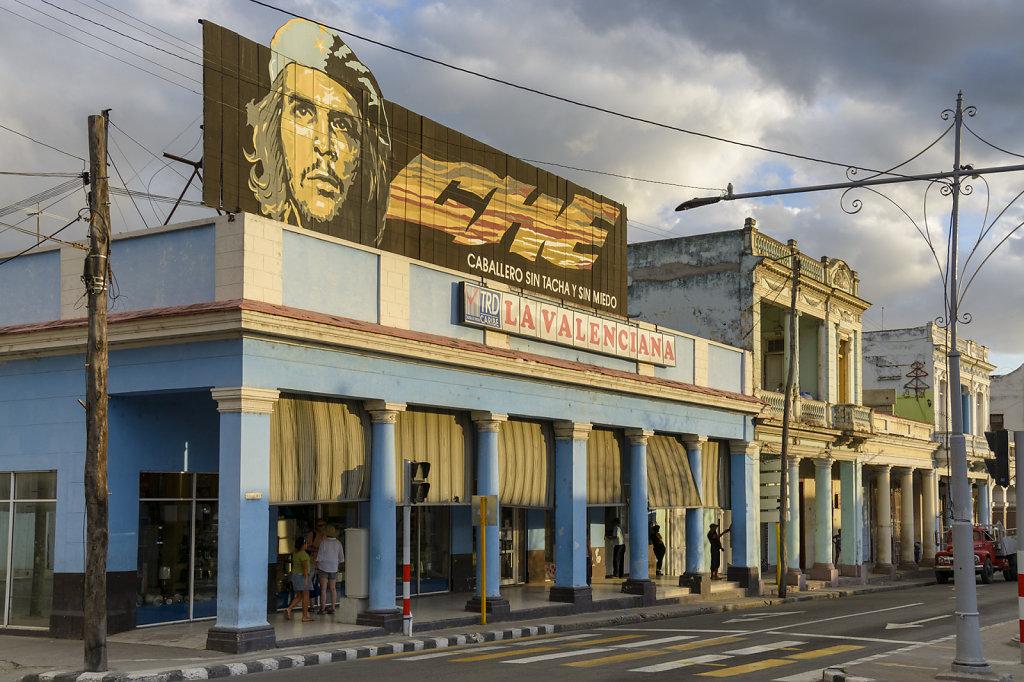 21. Cienfuegos - Staatswinkel