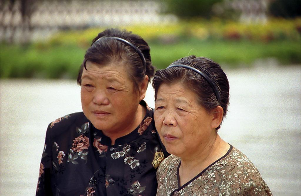 8. Beijing - Poseren voor het graf van Mao Zedong